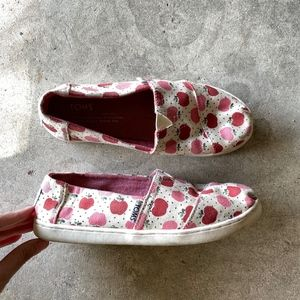 TOMS Apple Pattern Slip-ons Flats Loafers Shoes